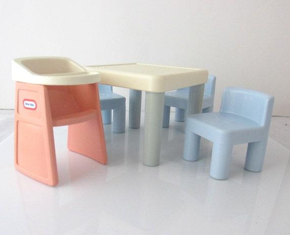 Miniatures little tikes jouet famille mobilier table - A quel age mettre bebe dans la chaise haute ...