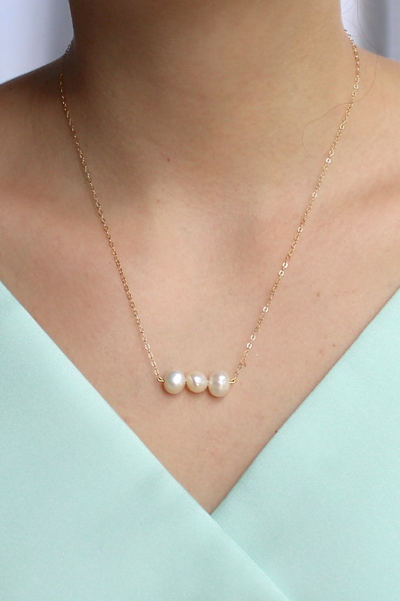 triple fw pearl necklace