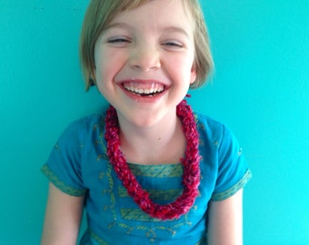 Shades of Pink and Red Small Yarn Necklace
