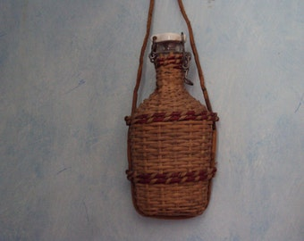 Rare small bottle covered with Wicker with his cap porcelain.