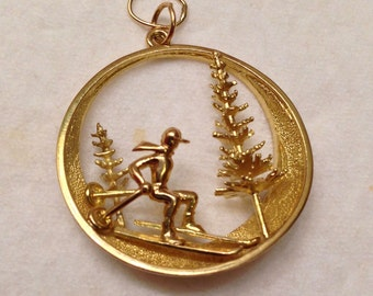 Estate 18k 750 3-D Skiing Switzerland Winter Scene Pendant- So Unique and Extremely Detailed
