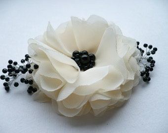 Ivory-black flower hair clip/comb Bridal hair accessory Bridesmaids hair accessories