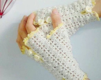 Hand crochet beige gloves. To order only.