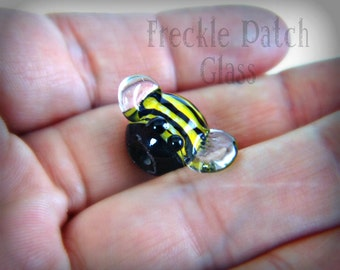 Bumble Bee/ Lampwork Honey Bee Bead / Lampwork Glass Critter/ Bumble Bee Totem/ Flameworked Glass / Handmade Glass /OOAK