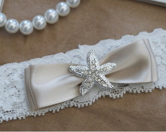 Wedding Garter, Bridal Garter, Vintage Wedding, Ivory Lace Garter, Crystal Garter