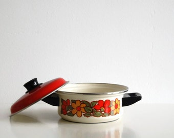 Vintage pot / cooking pan with floral pattern