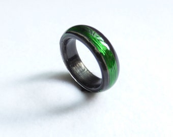 carbon & green wire lines ring