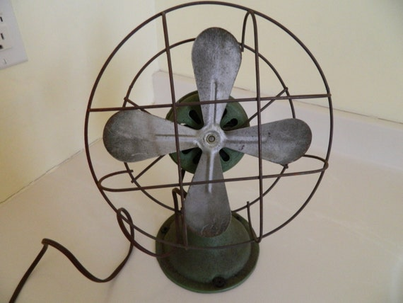 Best Table Top Fan : Vintage four bladed table top desk fan green