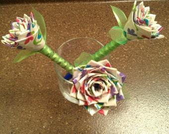 Flower pens. Duct tape pens. Duck tape pins.Colorful pens. Centerpiece flowers. Decorative flowers. Flower decorations.