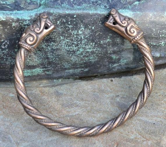 Lobo vikingo, pulsera de bronce Burg, Suecia,