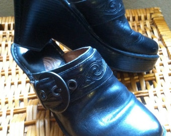 Womens Black Leather Clogs Size 6