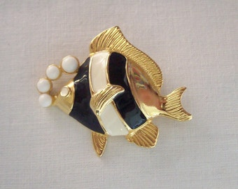 Vintage Black and White Enameled Tropical Fish Blowing Bubbles Brooch