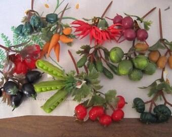 DE-STASH /// Small vegetable picks, 12 pieces,  plastic, vintage (3/12)
