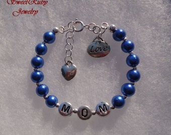Love Mom Bracelet Gift For Mom on Valentine's Day, Mother's Day and Birthday