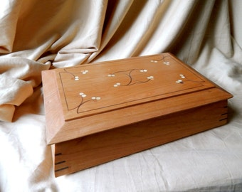 Hand-Inlaid Cherry Keepsake Box