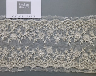 French lace with flower embroidery of beads of Riechers Marescot
