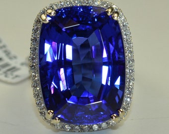 Tanzanite Stone 39.27 Carats! in 18k WG Ring with 2.05 cts. of VVS Diamonds Rare one of a Kind in the World Museum Masterpiece !!