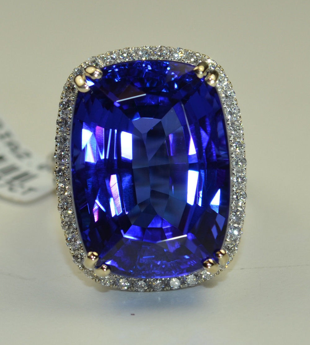 Museum Tanzanite: Tanzanite Stone 39.27 Carats In 18k WG Ring With 2.05 Cts. Of