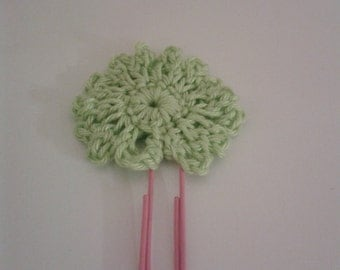 Green flower crochetted bookmark