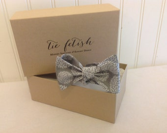 Boys Grey and white mums bow tie