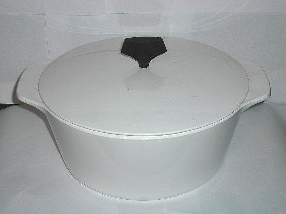 Vintage Corning Ware 4 Quart Buffet Server B 4