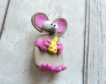 Mouse with Cheese Brooch, Mouse Brooch, Cute Pet Brooch, Fun Mouse Pin, Grey Polymer Clay Mouse