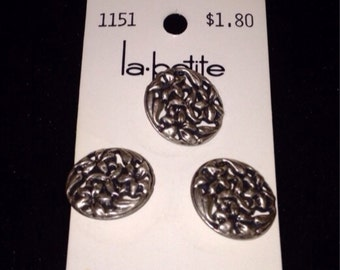 Carded metal buttons set of three