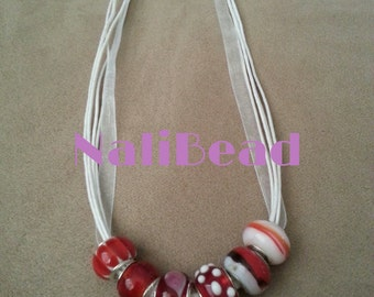 Red/white European lamp work beaded necklace