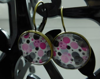 Earrings with patterned background bubble color