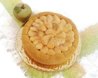 Apple pie miniature cake scale 1:12 / Miniature pastry scale one inch / Miniature bakery / Dollhouse miniature food / Roombox pastry shop