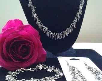 """14"""" Silver leaf necklace set"""
