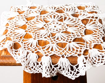 Vintage small hand crochet doily, applique (Art.TX004)