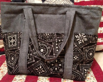 Small pocketed tote purse with lining!
