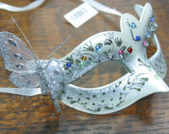 Pearlised Silver Jewelled Masquerade Mask with Butterfly Detail