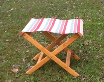 Folding camp stool