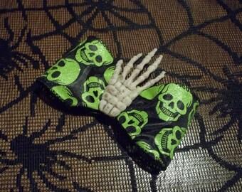 Die Happy Skeleton Hand Clip