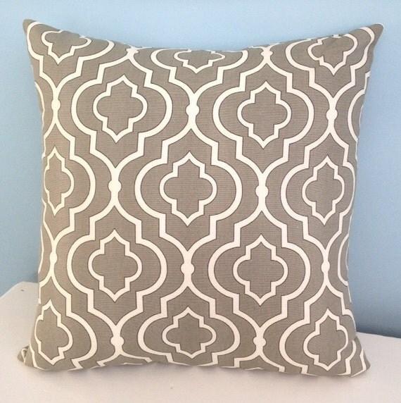 housse de coussin gris coussin marocain par. Black Bedroom Furniture Sets. Home Design Ideas