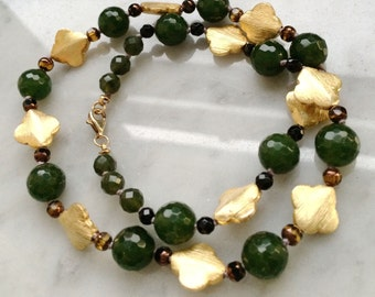 Jade and gold quatrefoil necklace Faceted jade and brushed vermeil quatrefoil beaded necklace
