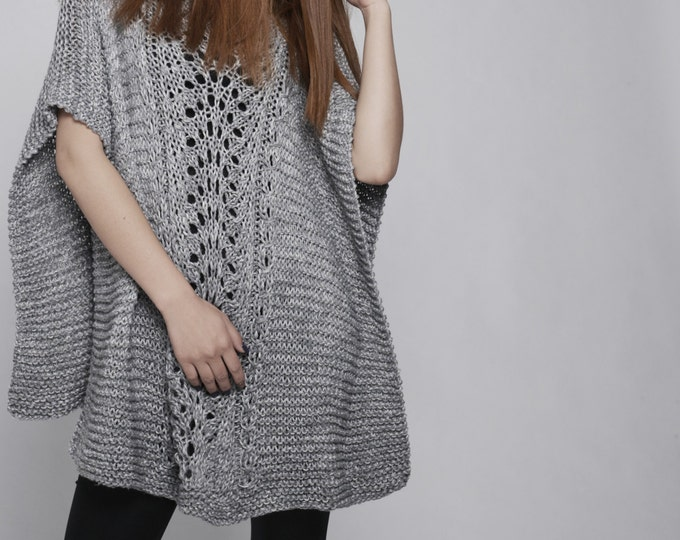 hand knitted Poncho/ capelet in Grey