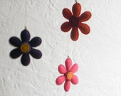 Eco-FELT FLOWER MOBILE - Orange, Purple, Fuchsia Daisy Vegan Ornament, Soft Sculpture stuffed with Organic Cotton—Fleurs / Flores Móbil Bebe