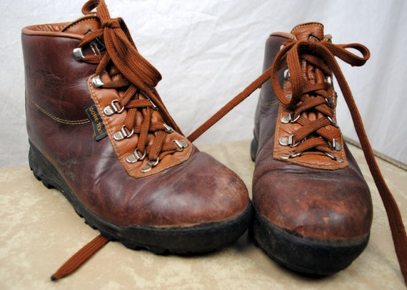 vintage vasque hiking boots made in italy. Black Bedroom Furniture Sets. Home Design Ideas