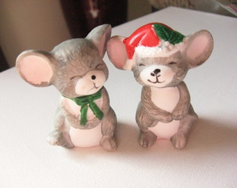Holiday Salt and Pepper Shakers, Vintage 1980's Mistletoe Mice Salt and Pepper Shakers, Vintage Ceramic Salt and Pepper Shakers Mouse Lovers