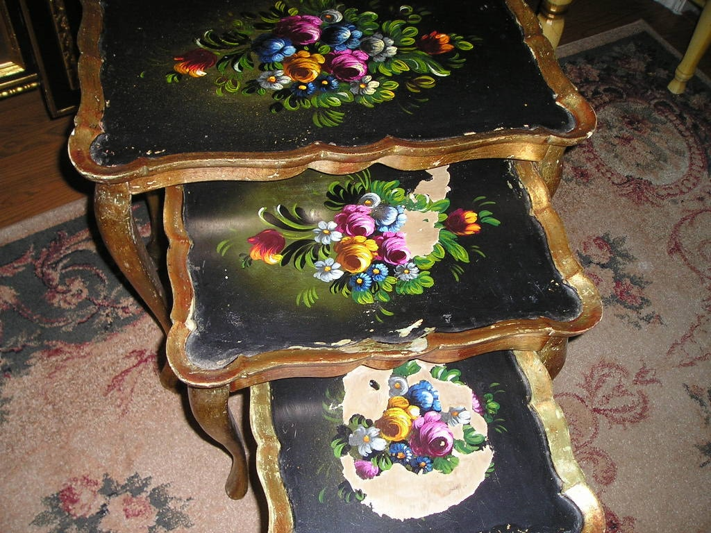 Vintage Shabby Chic Italian Florentine Gilt Wood Nesting Table Set . Full resolution‎  image, nominally Width 1024 Height 768 pixels, image with #996832.