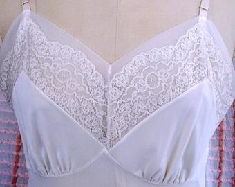Vintage FULL SLIP, Lace/Chiffon Trim Sz 36/Lg. LUXITE Brand, Elegant Romantic Style, Glamorous Lingerie
