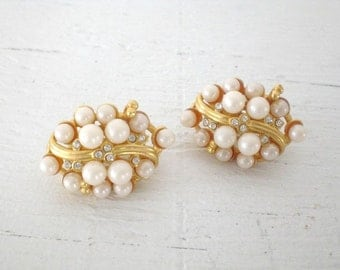 Vintage Rhinestone Faux Pearl Earrings Wedding Bridal Clip On Gold Tone Mid Century Costume Jewelry GallivantsVintage