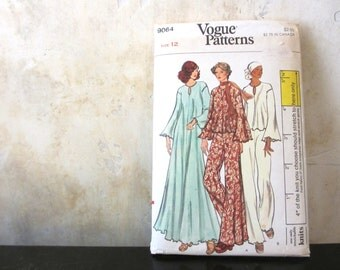 Size 12. 1970s sewing pattern / Vogue 9064 / misses' gown or top and pants / loose fitting stretchable knits only