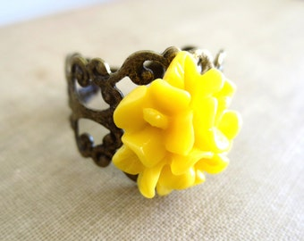 Yellow Daffodil Flower Filigree Ring