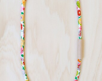 WOOD and COTTON Fabric Necklace in Floral Print