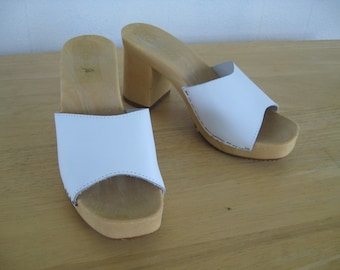 90s Vintage Leather One Strap Platform Mules in White / Never Worn / Made in Italy / 70s Style Mules with Chunky Heel / size 6 US / 37 Euro