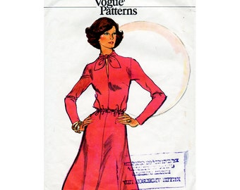 1970s Flared Tie Collar Dress Pattern Very Easy Vogue 8988 Vintage Sewing Pattern Bust 38 Plus Size